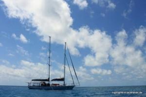 Segelboot vor dem Great Barrier Reef