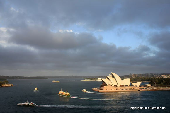 Sydney: Sicht auf das Opernhaus und die Bucht