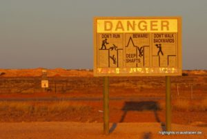 Warnschild in Coober Pedy